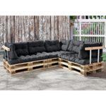 Paletten Sofa mit Kissen